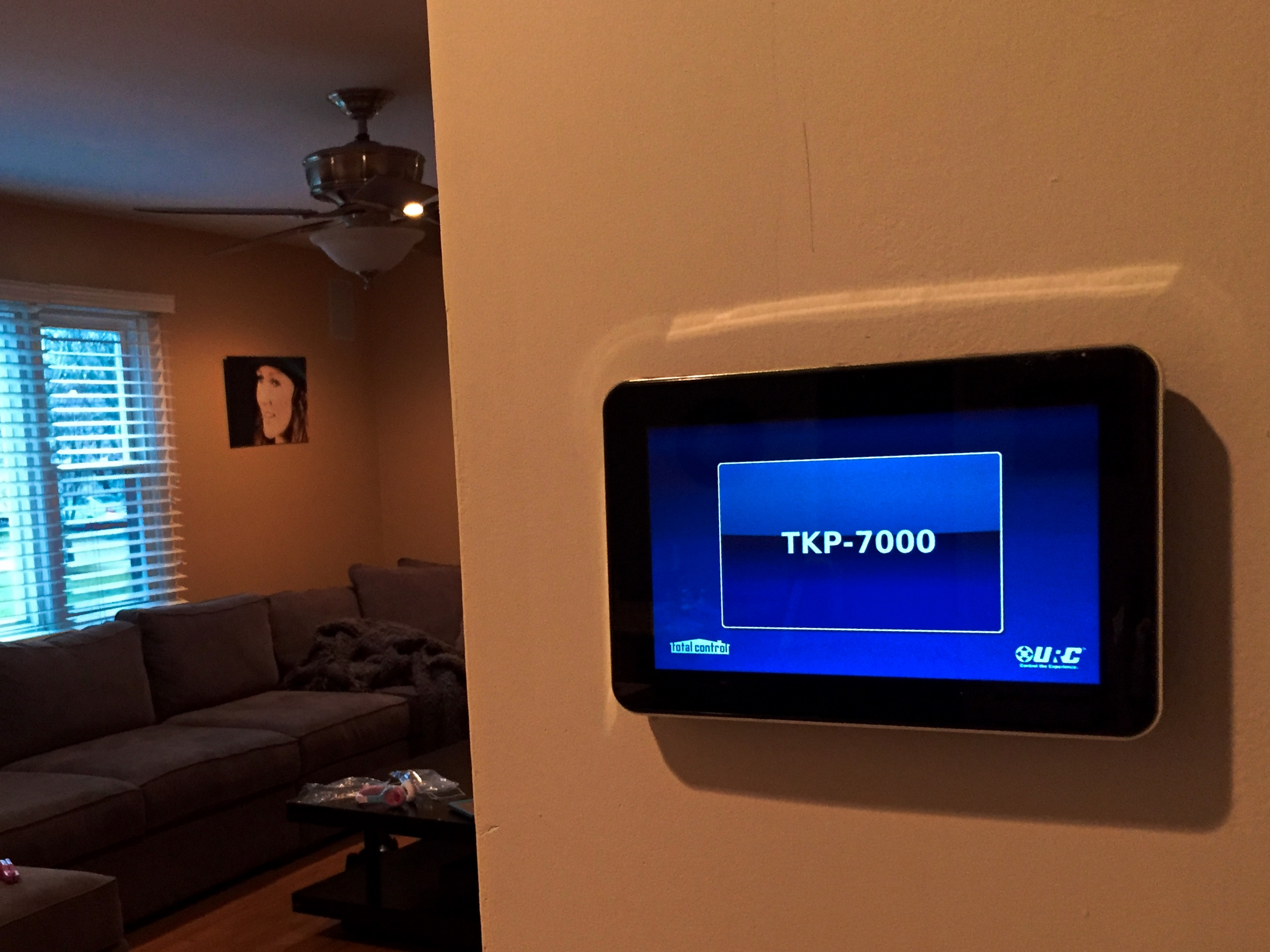 URC TKP 7000 smart home technologies
